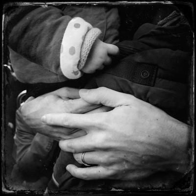 Scénes liées à l'activité des mains dans le métro. Paris-FRANCE, 13/03/15