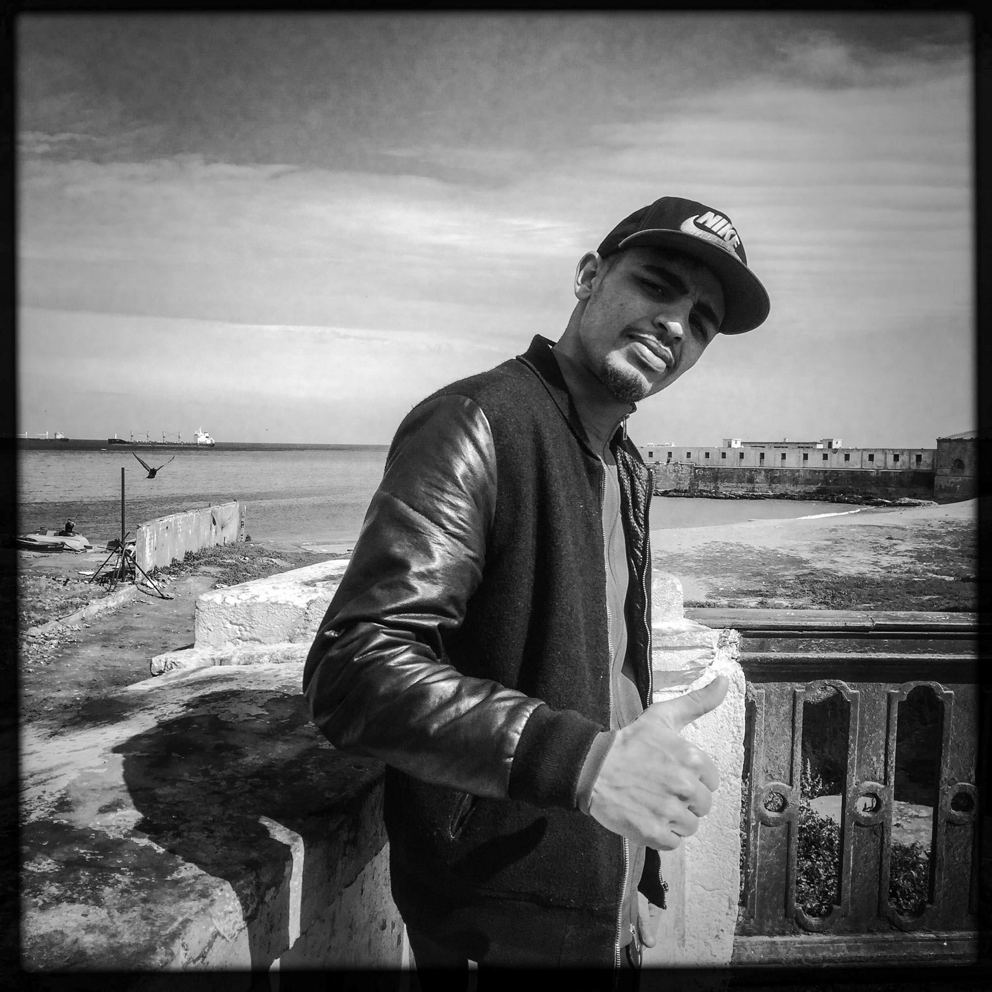 Youcef, young Algerian by the sea near Bab's district el Oued. 18 february, Alger-AlgérieYoucef, jeune Algérien en bord de mer près du quartier de Bab el Oued. 18/ février 2016, Alger-Algérie