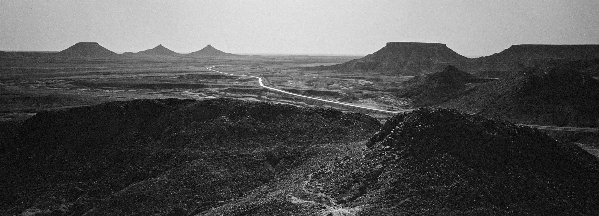 Environ 1330 kilomètres séparent la ville de Ghardaïa dans le Mzab et Tamanrasset porte de l'Afrique Noire. Egalement appelée Transsaharienne, la nationale 1 longue de 2335km relie Alger au Niger. Algérie-3/02/2016.