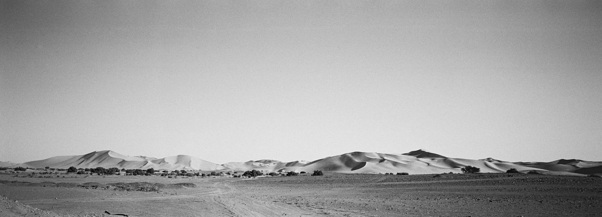 Environ 1330 kilomètres séparent la ville de Ghardaïa dans le Mzab et Tamanrasset porte de l'Afrique Noire. Egalement appelée Transsaharienne, la nationale 1 longue de 2335km relie Alger au Niger. Algérie-6/02/2016.