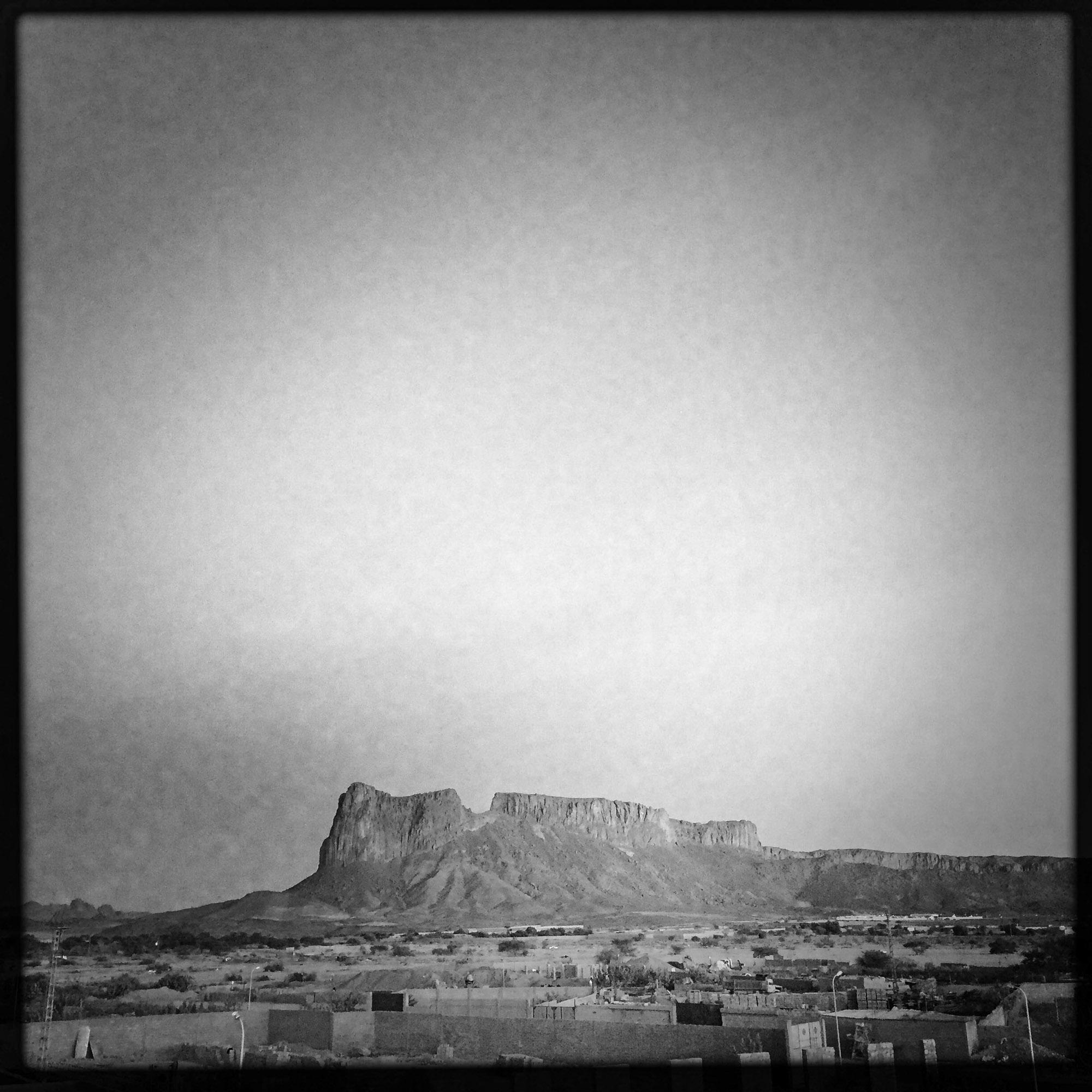 View the outskirts of the town of Tamanrasset which is south of Algeria, in the mountains of the Hoggar to 1400 m altitude. This city is located in the heart of the Sahara , the biggest hot desert in the world.                  Vue sur la périphérie de la ville de Tamanrasset qui est au sud de l'Algérie, dans la chaîne montagneuse du Hoggar à 1 400 m d'altitude. Cette ville se situe en plein cœur du Sahara, le plus grand désert chaud au monde. 5/02/2016, Tamanrasset-ALGERIE.