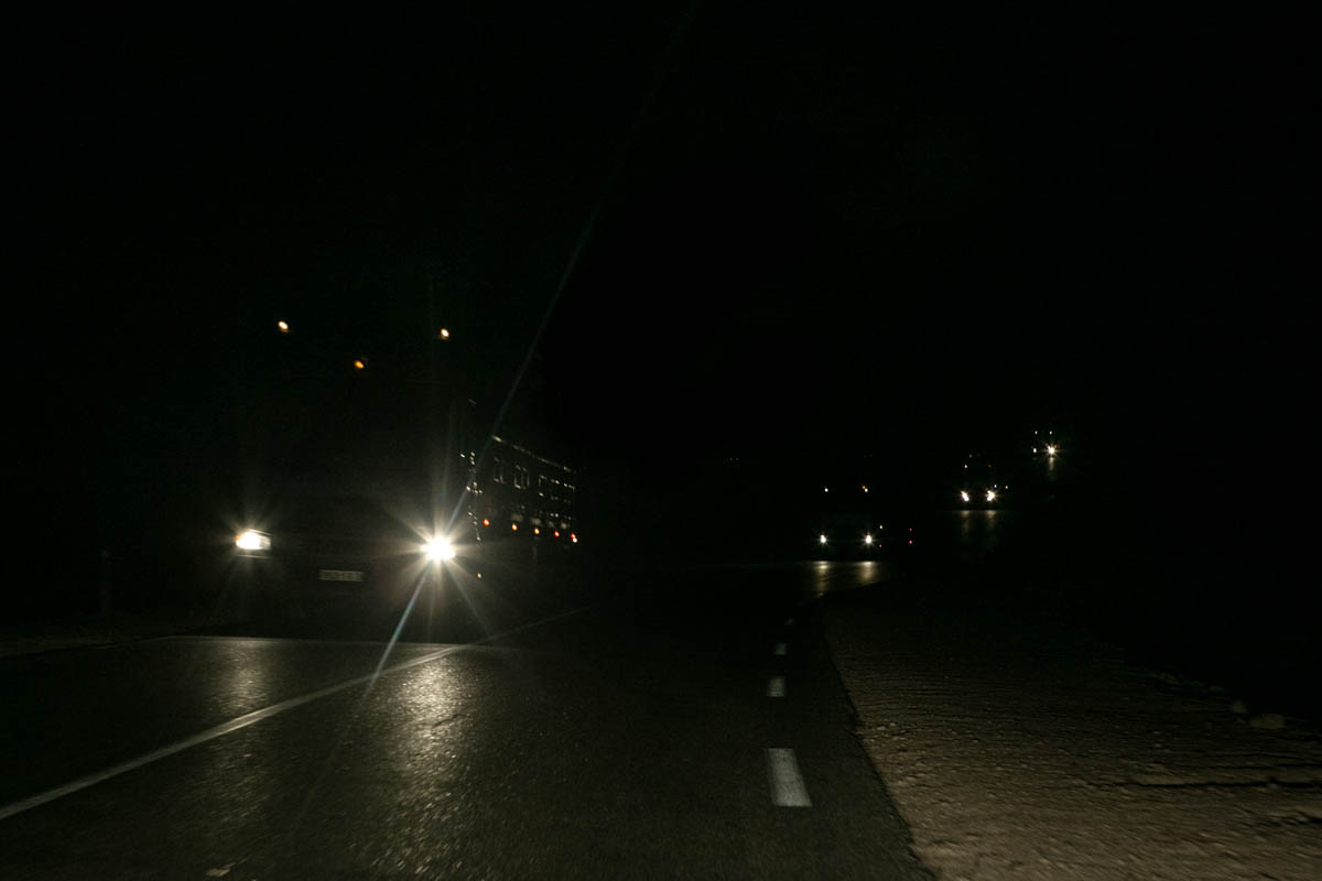 Truck convoys on the national 1 also known as Trans-Saharan highway, it connects on 1930km  the capital, Algiers to Tamanrasset forbidden to the western travelers since 2010 due to terrorist risks.Considered the backbone of Algeria in its north-south axis , the National Road 1 stretches over 2335km to the border with Niger, it may soon connect Lagos in Nigeria once the last sections completed. February 6, 2016, Algeria.Convois de camion sur la route nationale 1 également appelée Transsaharienne relie sur 1930km la capitale, Alger à la ville de Tamanrasset interdite aux touristes occidentaux depuis 2010 en raison des risques terroristes. Considérée comme la colonne vertébrale de l'Algérie dans son axe Nord-Sud, la Route Nationale 1 s'étire sur plus de 2335km jusqu'à la frontière avec le Niger, elle pourrait bientôt relier Lagos au Nigeria une fois les derniers tronçons terminés. 6 février 2016, Algérie.