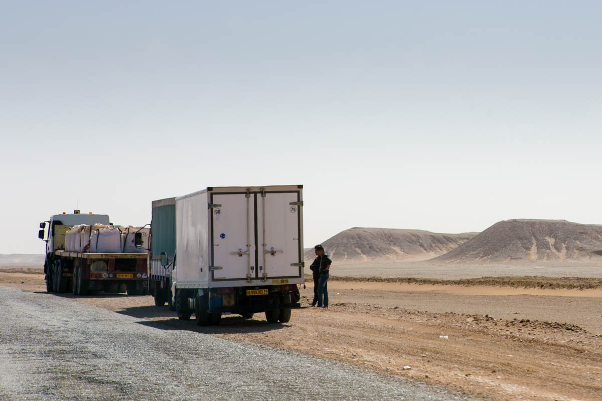 Trucks stopped on the side of  the National Road national 1 also known as Trans-Saharan The national 1 also known as Trans-Saharan highway who connects on 1930km, the capital, Algiers to Tamanrasset forbidden to the western travelers since 2010 due to terrorist risks.