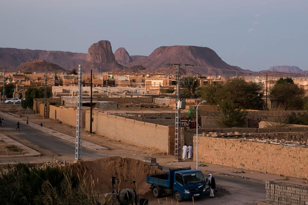 Located at the extreme south of Algeria, 1900 km south of Algiers about 400 km north of the border with Mali , the city is the capital of Algerian Touaregs and is particularly known for being the place residence of Charles de Foucauld pilgrim desert. February 5, 2016, Algeria.Située à l'extrême sud de l'Algérie, à 1 900 km au sud d'Alger à environ 400 km au nord de la frontière malienne, la ville est la capitale des Touaregs algériens et elle est notamment connue pour avoir été le lieu de résidence du pèlerin du désert Charles de Foucauld. 5 février 2016, Algérie., 2016, Algeria.