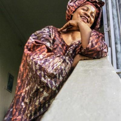 Ami Kouyaté est une Grotte et une célèbre chanteuse Malienne. Bamako, Mali, Février 2004.