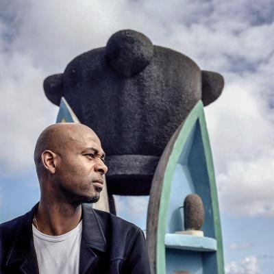 Eric Alendroit président de l'association ANKRAKÉ, travaille notamment pour aider les Réunionais à retourner sur l'ile.St Pierre, ile de la RéunionJuin 2004