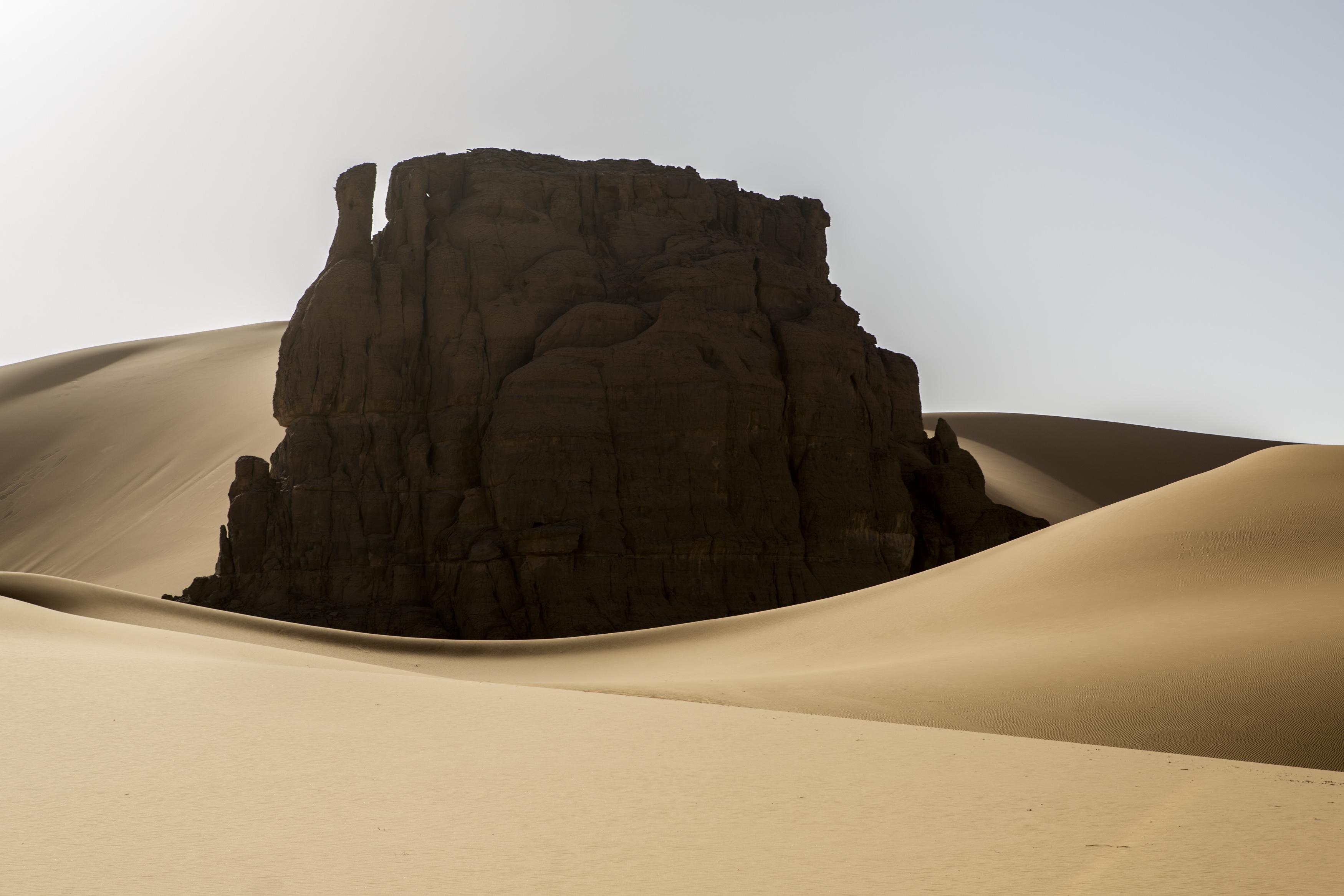 Landscape of the Tadrart.The Tadrart (200 km southeast of Djanet) is located in the south of the Tassili N'Ajjer National Park and is part of one of the most beautiful desert in the world but above all the central Sahara.From huge canyons to cliffs carved with rocky peaks of various shapes mix with dunes of colored sand with yellow and red reflections. The Tadrart, Algeria-February 8, 2017. Paysage de la Tadrart. La Tadrart (200 km au sud-est de Djanet) se situe dans le sud du Parc National du Tassili N'Ajjer et il fait partie d'un des plus beau désert au monde mais avant tout du Sahara central. D'immenses canyons aux falaises sculptées avec de pitons rocheux aux formes les plus diverses  se mélangent avec des dunes de sable coloré aux reflets jaune et rouge. La Tadrart, Algérie-8 février 2017.